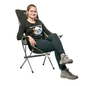 שימוש בכיסא מתקפל קומפקטי