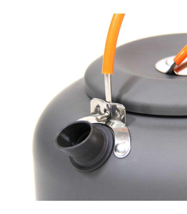 קומקום אלומיניום קל משקל בנפח 1.4 ליטר עם מאיץ החוסך זמן הרתחה ואנרגיה.