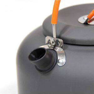 קומקום אלומיניום קל משקל בנפח 0.8 ליטר עם מאיץ החוסך זמן הרתחה ואנרגיה.