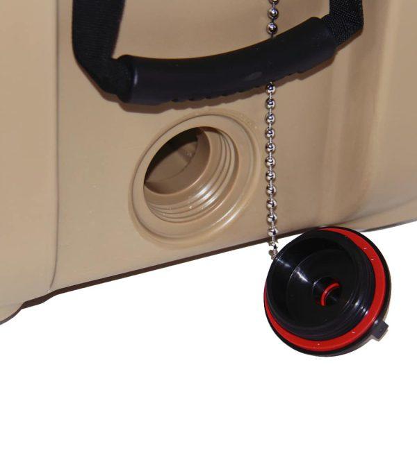 פתח ניקוז כפול לריקון נוזלים מהיר ולשחרור וואקום פנימי
