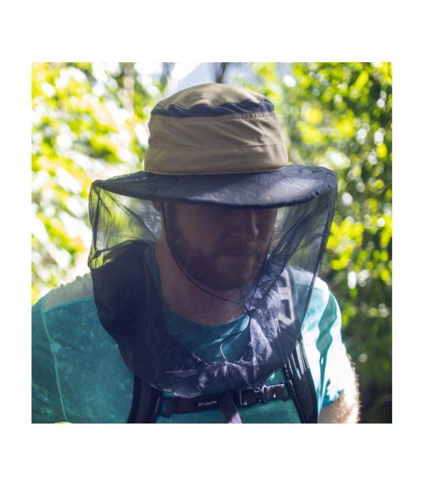 שימוש בכובע רחב שוליים עם רשת נגד יתושים